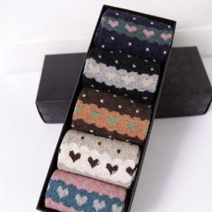 Gift box!winter dot and love heart ..